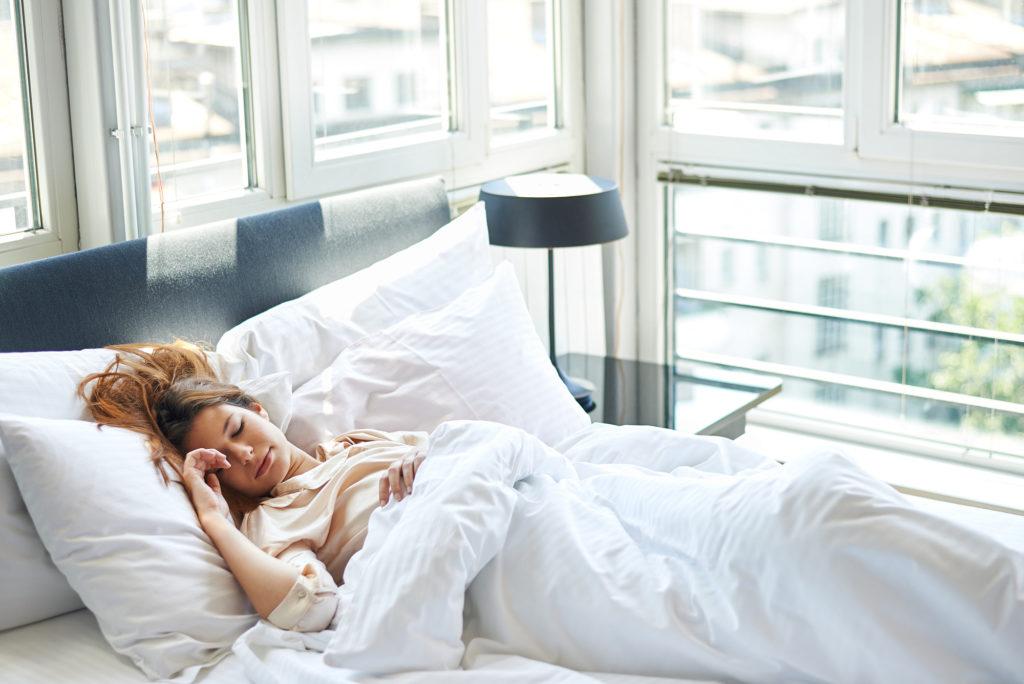 Полезно ли спать на спине