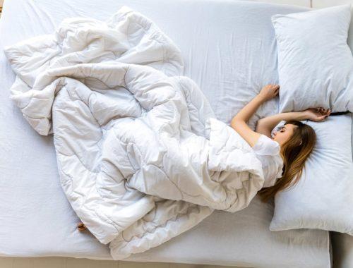 Почему спят под одеялом