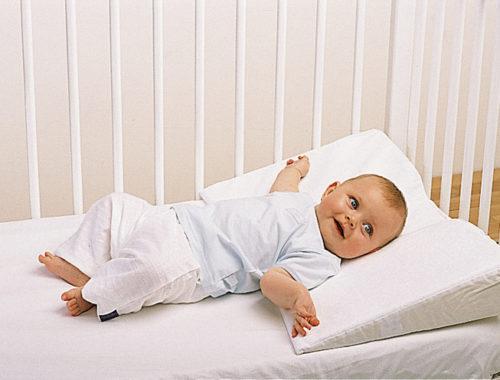 Можно ли спать на подушке новорожденному
