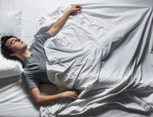 Почему вздрагиваешь во сне и просыпаешься