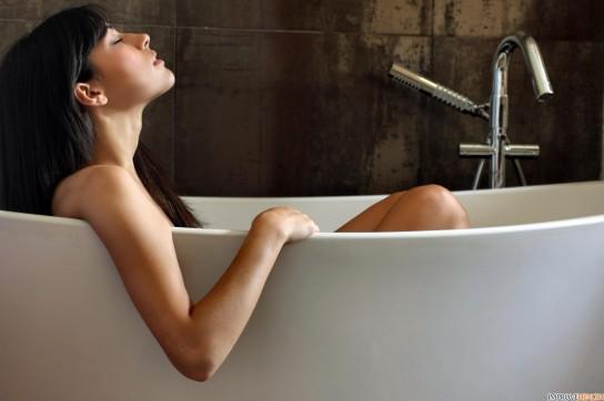 Мыться перед сном полезно или нет